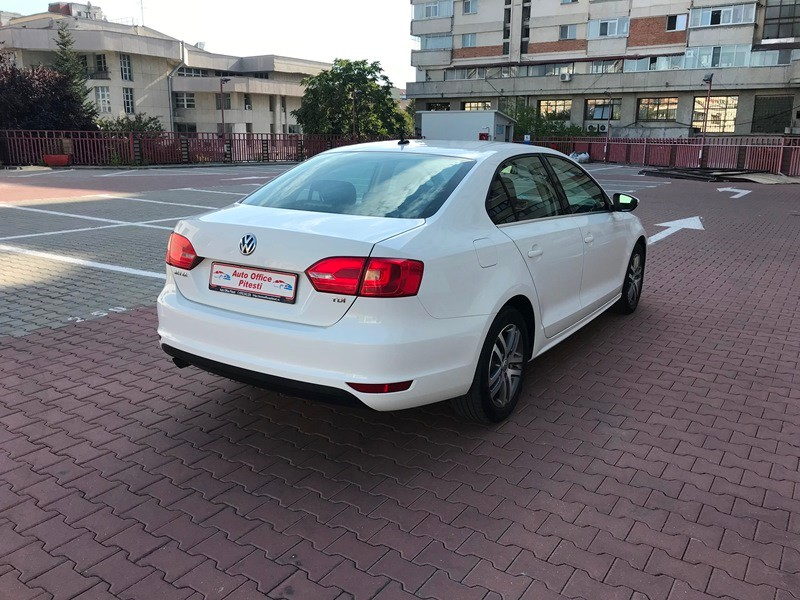 VW JETTA 1.6 TDI HIGHLINE Foto 4