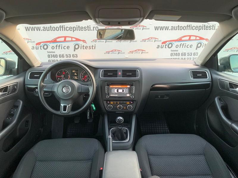 VW JETTA 1.6 TDI 105 CP Foto 9