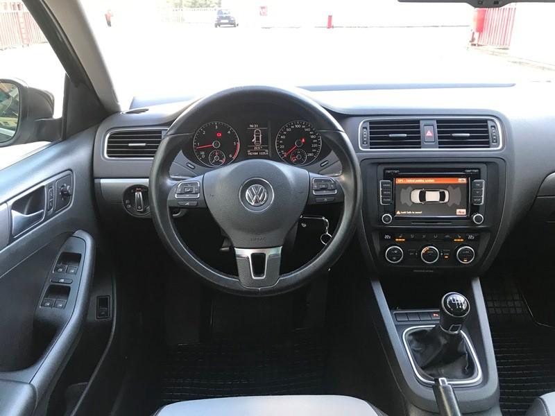 VW JETTA 2.0 TDI HIGHLINE Foto 9