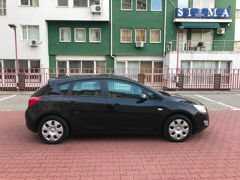 Opel Astra J Unic Proprietar 1.4 Benzina Foto 3