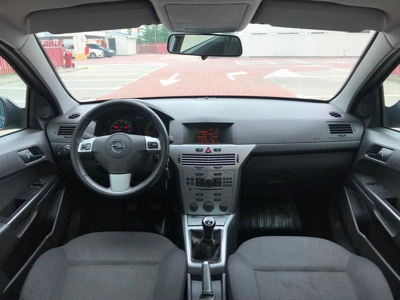 Opel Astra H berlina 1.6 EcoTec Foto 8