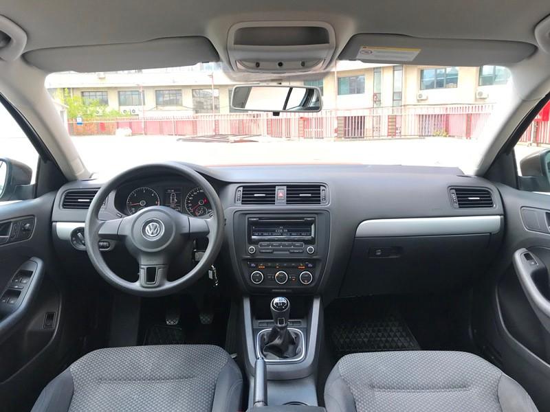 VW JETTA 1.6 TDI TRENDLINE Foto 8