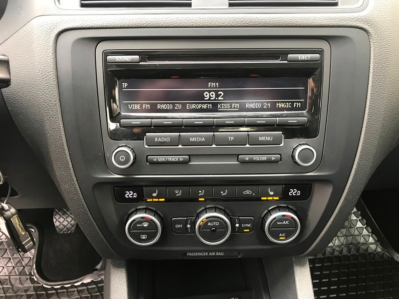 VW JETTA 1.6 TDI TRENDLINE Foto 10